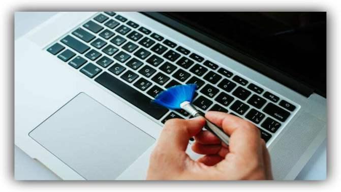 Clean the Laptop keyboard